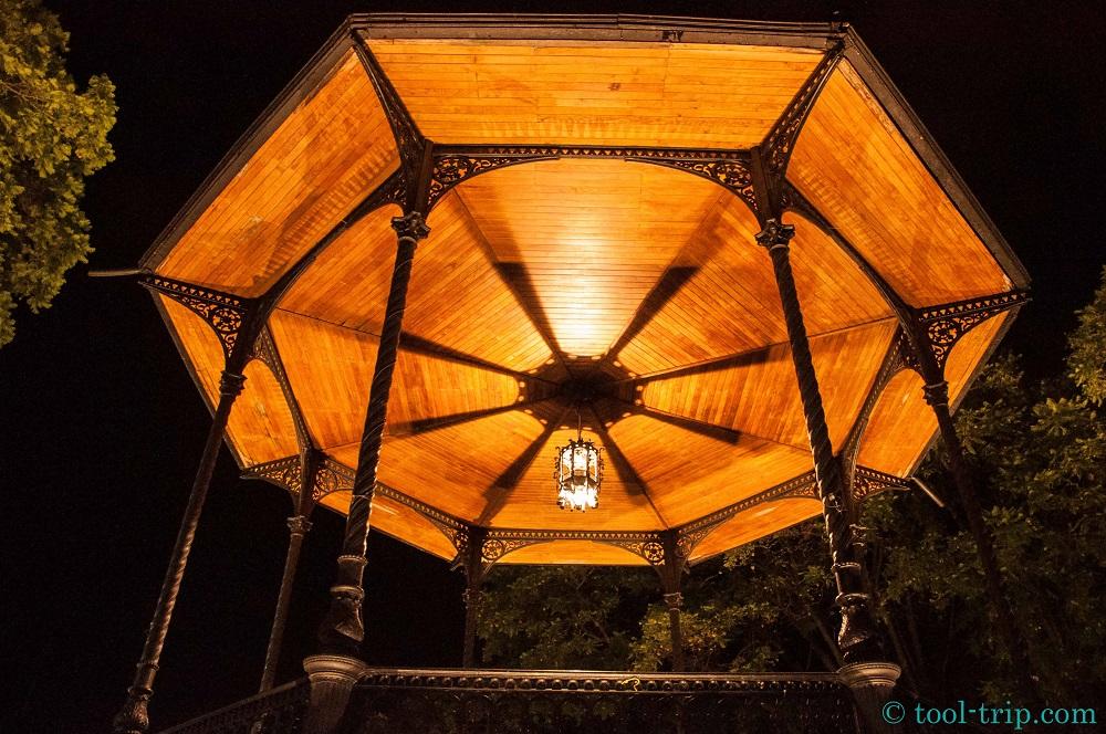 Caroussel by night