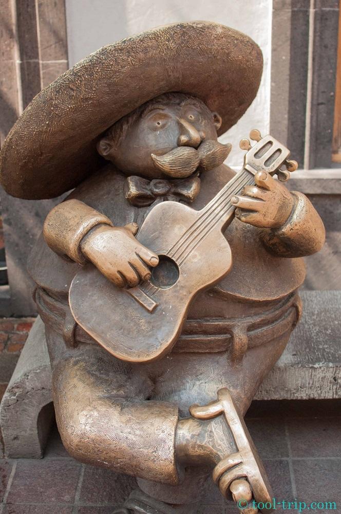 Statue mariachi