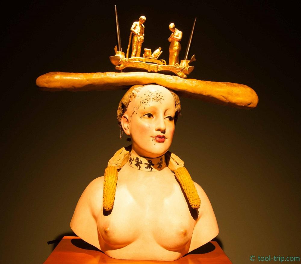 Baguette statue