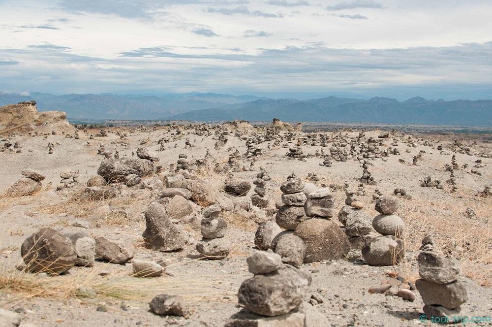 Desert cairns