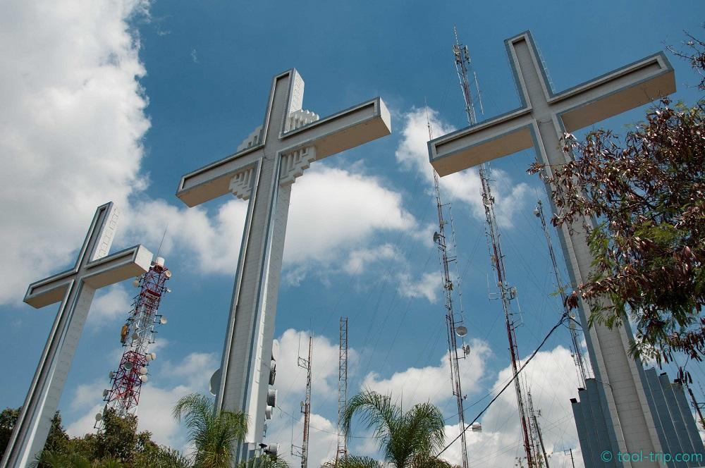 Los tres cruces