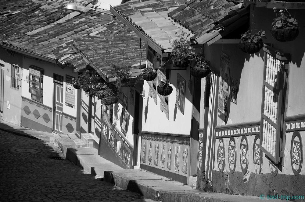 bandw-street-guatape