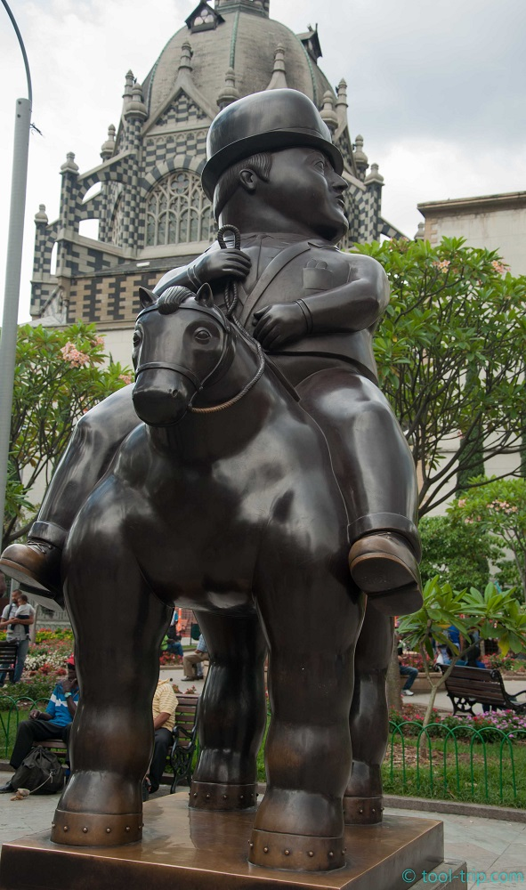 botero-top-hat-and-horse