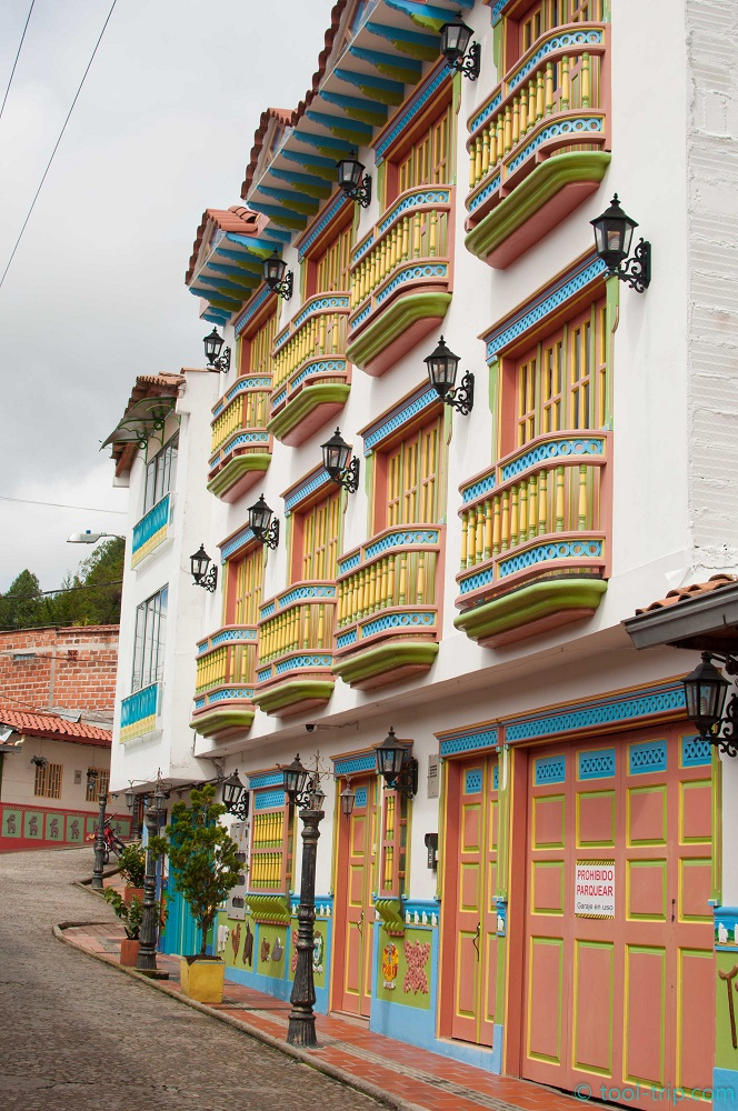colourful-balconies-guatape
