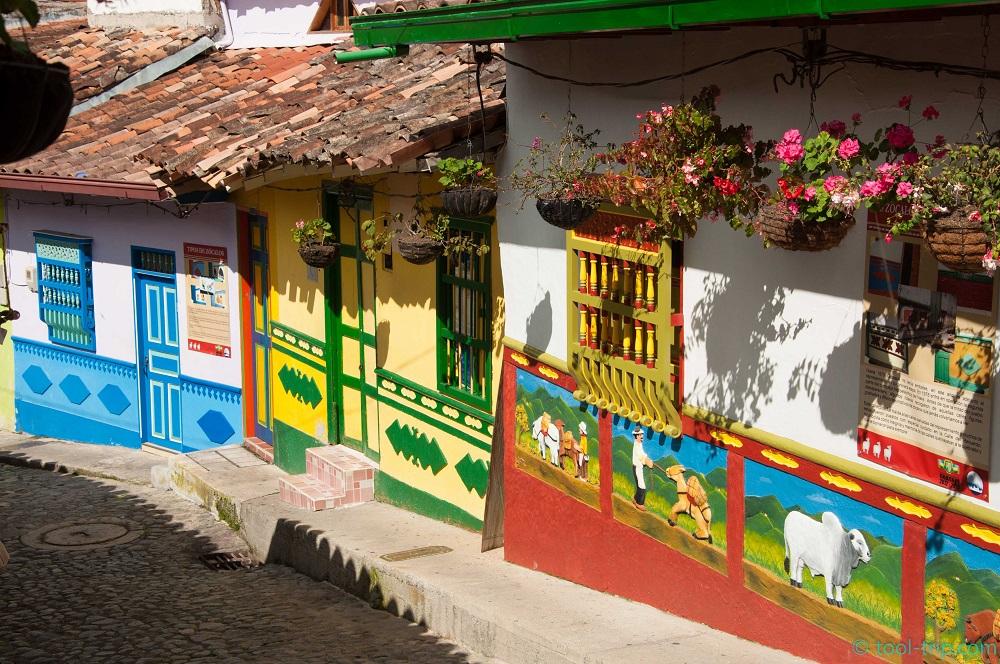 famous-streets-guatape