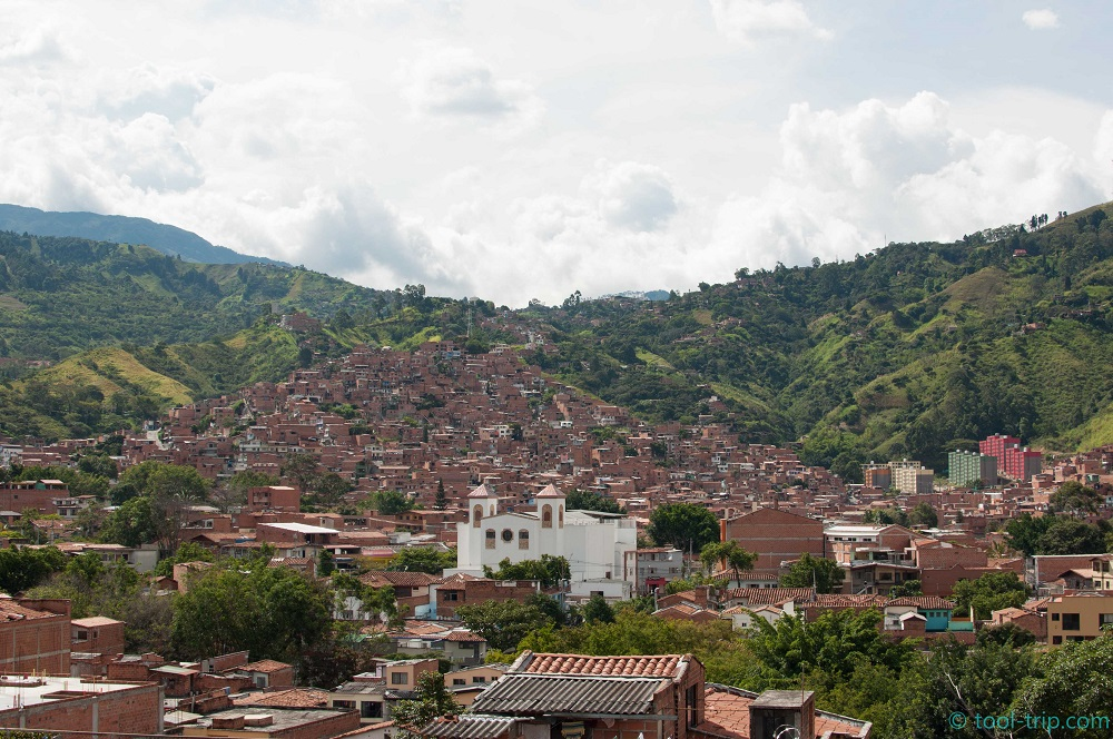 medellin-and-mountains
