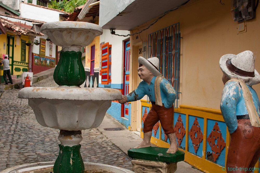 famous-fountain-guatape
