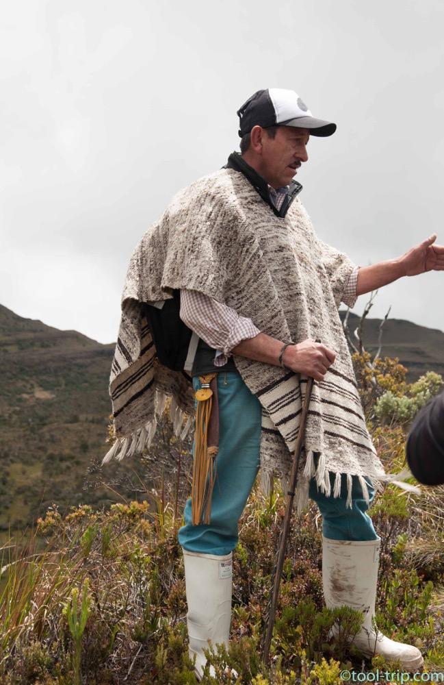 hombre-with-ruana