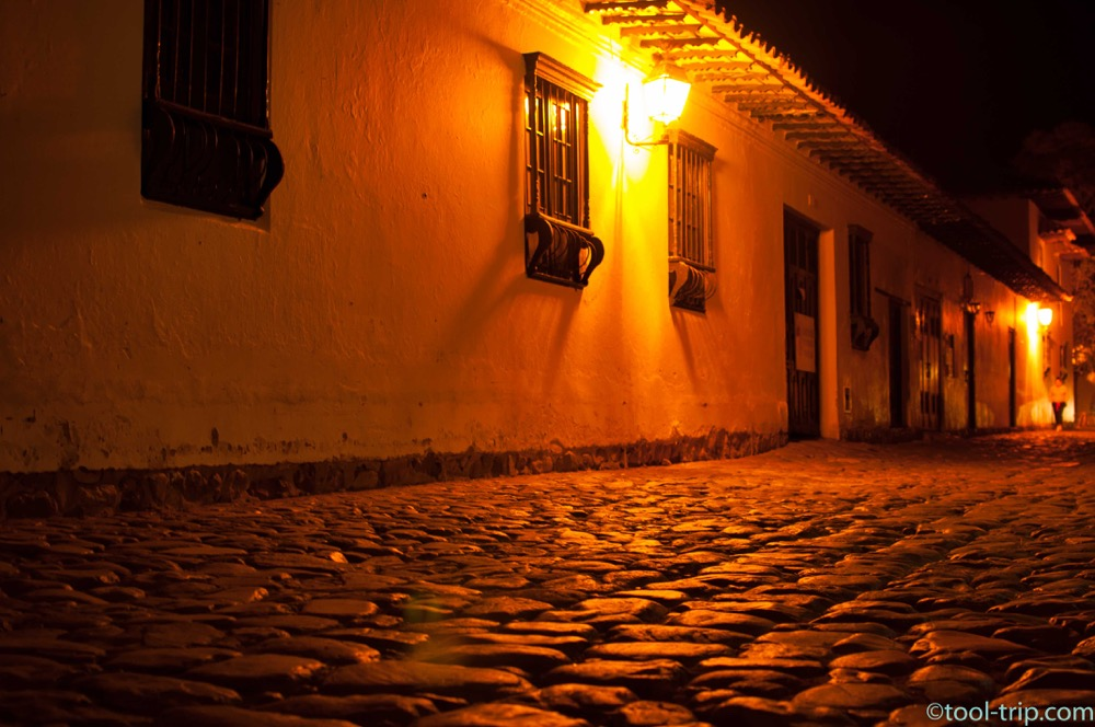night-cobbled-streets